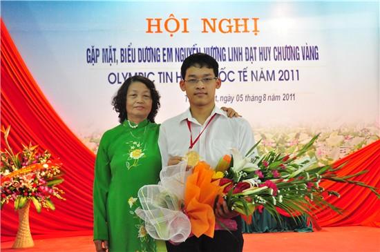 Huyện Thạch Thất gặp mặt, biểu dương em Nguyễn Vương Linh đạt huy chương vàng olympic Tin học quốc tế năm 2011