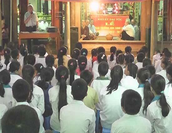 Dòng họ Khuất xã Đại Đồng, Huyện Thạch Thất, TP.Hà Nội  tổ chức trao quà khuyến học