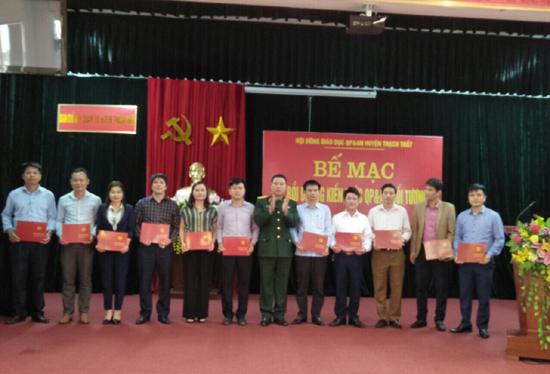 Bế giảng lớp Bồi dưỡng kiến thức Quốc phòng - An ninh cho đối tượng 3 năm 2020