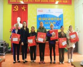 Hội LHPN huyện phối hợp tặng 74 suất quà Tết cho trẻ em nghèo và hội viên phụ nữ có hoàn cảnh khó khăn
