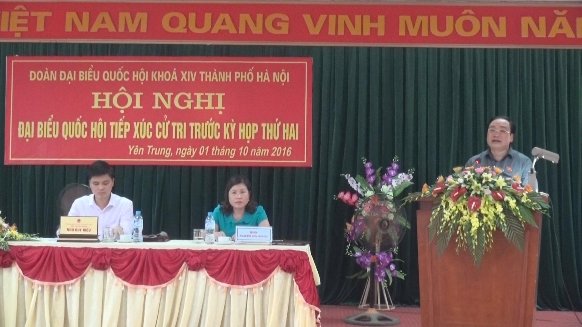 Đoàn đại biểu Quốc hội tiếp xúc cử tri tại xã Yên Trung.