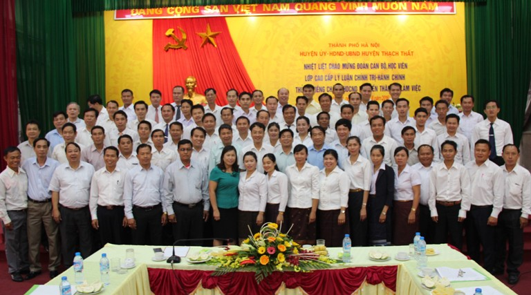 Đoàn cán bộ, học viên lớp cao cấp lý luận chính trị hành chính thủ đô Viêng Chăn - Lào  đến thăm và nghiên cứu thực tế công tác xây dựng nông thôn mới tại huyện Thạch Thất
