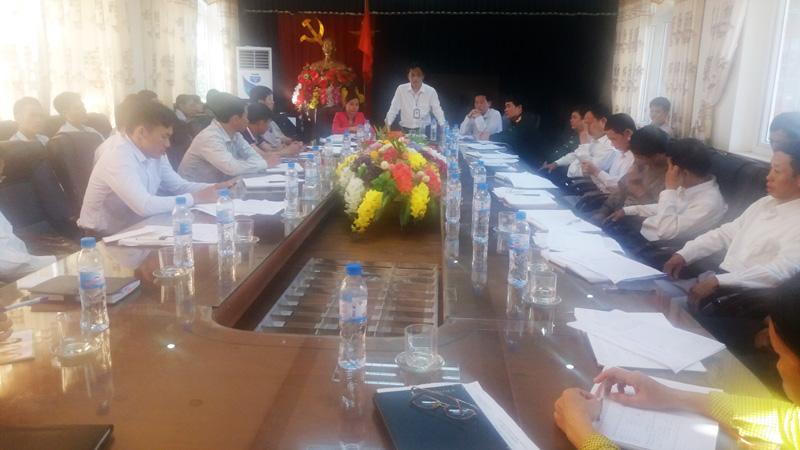Hội đồng NVQS xã Tân Xã họp xét duyệt chính trị - chính sách tuyển chọn gọi công nhân nhập ngũ năm 2017.