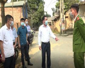 Đồng chí Chủ tịch UBND huyện kiểm tra, thị sát công tác phòng, chống dịch Covid- 19