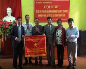 Hội cựu thanh niên xung phong huyện Thạch Thất nhận Cờ thi đua xuất sắc của UBND thành phố Hà Nội