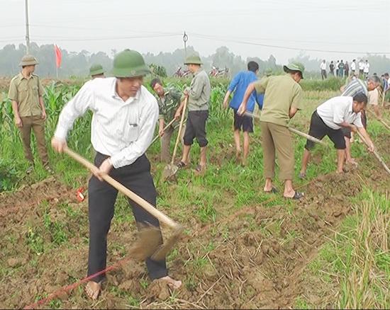 Xã Tân Xã - huyện Thạch Thất tổ chức ra quân làm kênh mương thủy lợi nội đồng