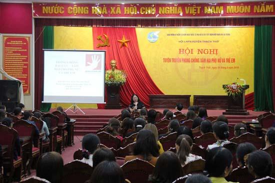 Hội Liên hiệp Phụ nữ huyện tuyên truyền phòng chống xâm hại phụ nữ và trẻ em cho gần 200 cán bộ, hội viên phụ nữ của các xã, thị trấn