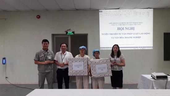 Liên đoàn Lao động huyện Tuyên truyền tư vấn pháp luật và văn hóa doanh nghiệp
