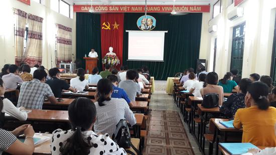 Khai giảng lớp Bồi dưỡng lí luận chính trị cho đảng viên mới