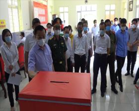 Bí thư Thành ủy Đinh Tiến Dũng kiểm tra công tác chuẩn bị bầu cử và công tác phòng dịch tại huyện Thạch Thất
