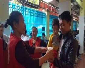 Hội Chữ thập đỏ huyện Thạch Thất tổ chức chương trình Bát cháo nghĩa tình tại Bệnh viện Đa khoa huyện Thạch Thất