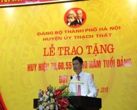 Huyện ủy Thạch Thất trao Huy hiệu Đảng đợt 19/5/2019