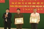 Lễ trao huy hiệu cho các đồng chí 30 năm tuổi Đảng tại xã Yên Trung