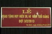 Lễ trao huy hiệu cho các đồng chí 30-40 năm tuổi Đảng xã Yên Bình