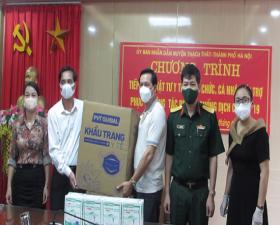 Thạch Thất: Một gia đình trao tặng vật tư y tế phục vụ công tác phòng, chống dịch Covid – 19
