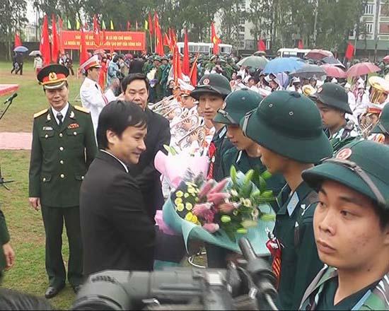 Huyện Thạch Thất tổ chức lễ giao nhận quân năm 2015.