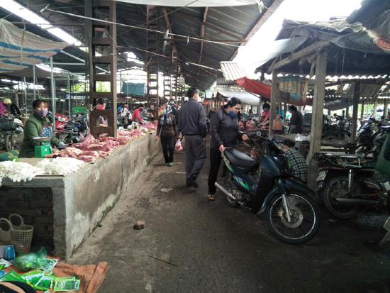Tăng cường các biện pháp phòng chống dịch bệnh Covid-19 tại các chợ, siêu thị, các cơ cở sản xuất, kinh doanh thực phẩm trên địa bàn huyện