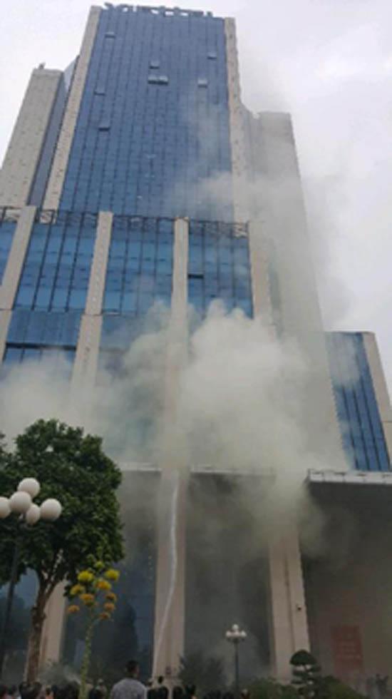 Diễn tập phương án chữa cháy và cứu hộ, cứu nạn lớn huy động nhiều lực lượng tại tòa nhà Viettel khu CNC Hòa Lạc