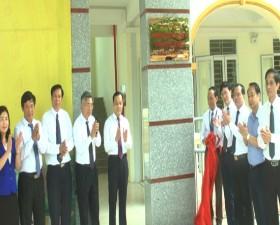 Lễ gắn biển công trình trường THPT Thạch Thất - chào mừng Đại hội Đảng bộ huyện Thạch Thất lần thứ XXIV