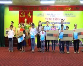 Xã Yên Bình: Trao tặng 6 chiếc ti vi cho gia đình có hoàn cảnh khó khăn