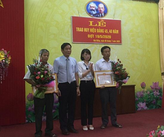 Xã Đại Đồng trao Huy hiệu Đảng đợt 19/5/2020