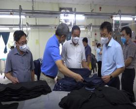 Đồng chí Phó Chủ tịch UBND Thành phố Lê Hồng Sơn kiểm tra công tác phòng, chống dịch tại Công ty cổ phần thời trang phát triển cao
