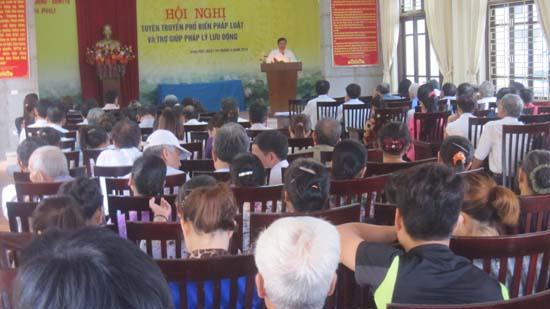 Bình Phú tuyên truyền pháp luật.