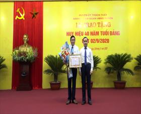 Đảng ủy Cơ quan UBND huyện trao Huy hiệu Đảng đợt 2/9/2020