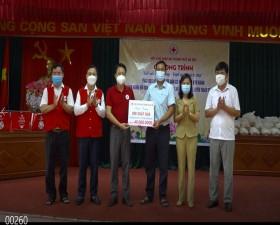 Hội Chữ thập đỏ Thành phố tặng quà tại xã Tiến Xuân và xã Yên Trung
