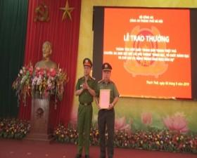 Công an Thành phố khen thưởng thành tích đột xuất cho Công an huyện Thạch Thất