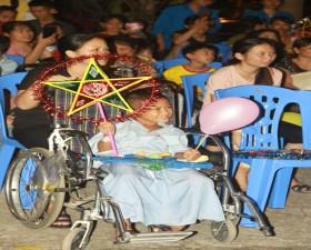 """""""Đêm hội trăng rằm"""" cho bệnh nhi tại Bệnh viện Đa khoa huyện Thạch Thất"""