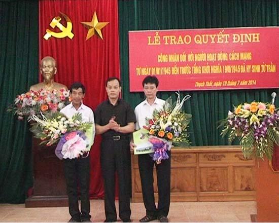 Ban Thường vụ Huyện ủy Thạch Thất tổ chức Lễ trao quyết định công nhận người hoạt động cách mạng tiền khởi nghĩa.