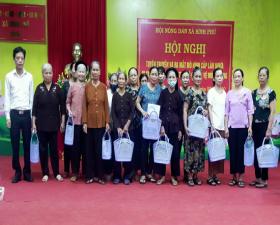 Hội Nông dân xã Bình Phú ra mắt Mô hình làn nhựa đi chợ, giảm thiểu rác thải vô cơ