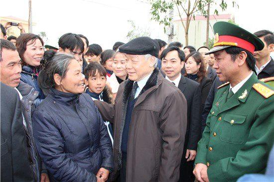 Đồng chí  Tổng Bí thư Nguyễn Phú Trọng thăm, chúc Tết nhân dân huyện Thạch Thất