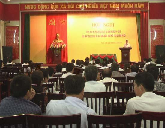UBND huyện Thạch Thất tổ chức hội nghị triển khai kế hoạch sản xuất vụ đông 2014- 2015, giao ban tiến độ công tác xây dựng nông thôn mới.