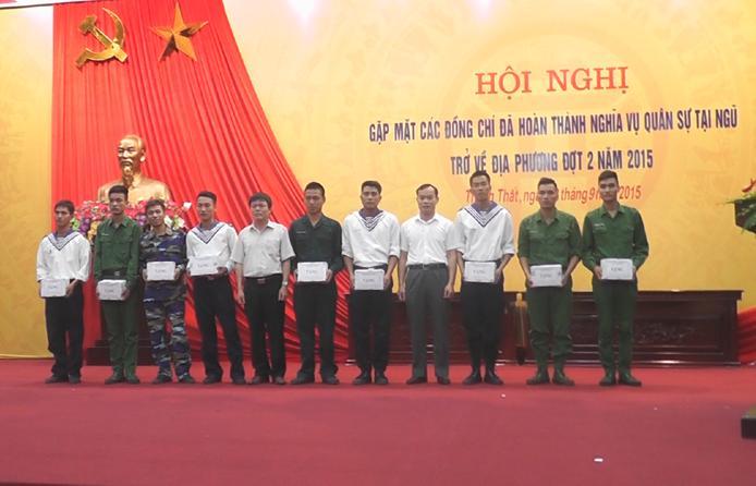 Huyện Thạch Thất gặp mặt các đồng chí đã hoàn thành nghĩa vụ quân sự, trở về địa phương đợt 2 năm 2015