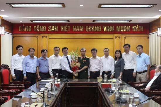 Huyện ủy Thạch Thất: Gặp mặt, chúc mừng đồng chí Đỗ Căn- Phó chủ nhiệm Tổng cục chính trị Quân đội nhân dân Việt Nam được phong quân hàm Thượng tướng
