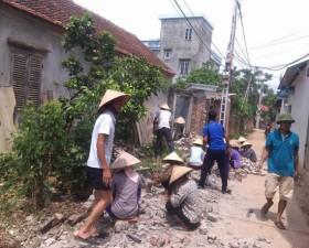 Nhân dân xã Cần Kiệm hiến đất làm đường giao thông nông thôn