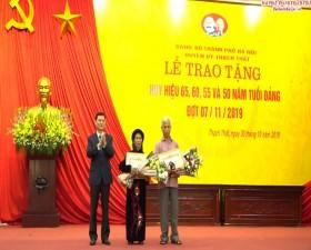 Huyện ủy Thạch Thất trao Huy hiệu Đảng đợt 7/11/2019