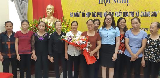 Hội LHPN xã Chàng Sơn ra mắt Tổ hợp tác Phụ nữ sản xuất đũa tre