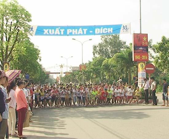 Chung kết giải chạy Việt dã huyện Thạch Thất năm 2014.