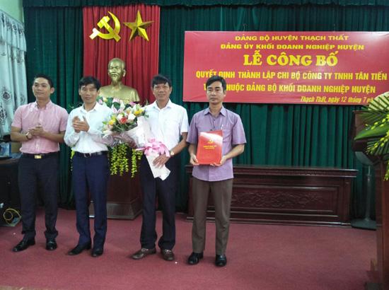 Lễ công bố Quyết định thành lập Chi bộ Công ty TNHH Tân Tiến