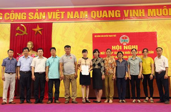 Hội Nông dân huyện Thạch Thất ra mắt Tổ hợp tác chăn nuôi gà đồi- xã Tiến Xuân