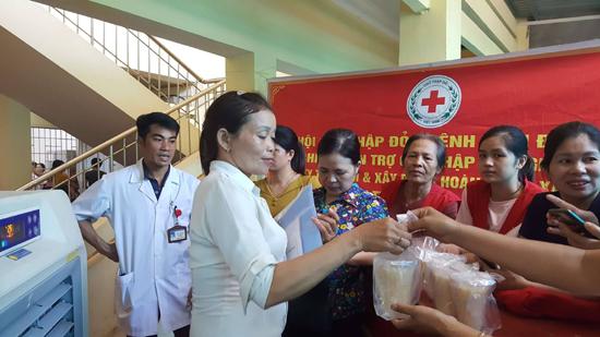 Hội Chữ thập đỏ huyện tổ chức chương trình Bát cháo nghĩa tình