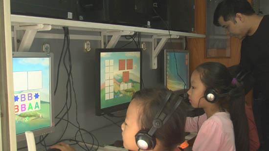 Tổ chức chuyến xe thư viện lưu động tại trường Tiểu học Bình Yên