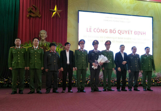 Công an huyện Thạch Thất công bố Quyết định bố trí Công an chính quy đảm nhiệm các chức danh Công an xã.