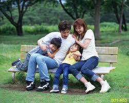 Một gia đình hạnh phúc nhờ thực hiện tốt công tác dân số chỉ sinh 2 con