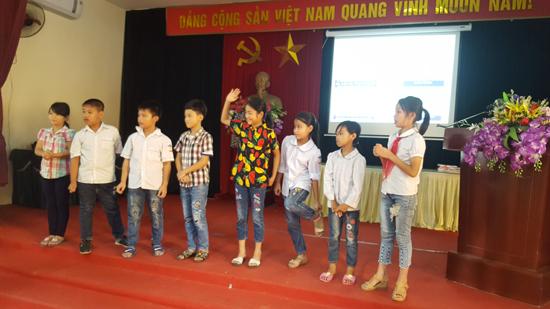 Đoàn Thanh niên Công ty Điện lực Thạch Thất tuyên truyền sử dụng điện an toàn, tiết kiệm