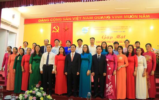 Hội LHPN huyện Thạch Thất gặp mặt cán bộ Hội Phụ nữ qua các thời kỳ và biểu dương cán bộ Hội cơ sở tiêu biểu