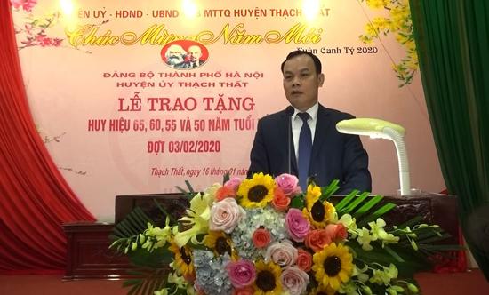 Huyện ủy Thạch Thất tổ chức Lễ trao huy hiệu 65, 60, 55, 50 năm tuổi Đảng đợt 3/2/2020